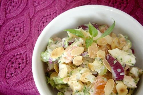 sałatka z brokułów i migdałów