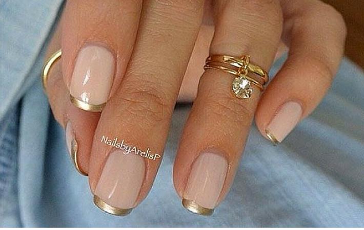 nails gold