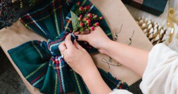 jak pakować prezenty świąteczne